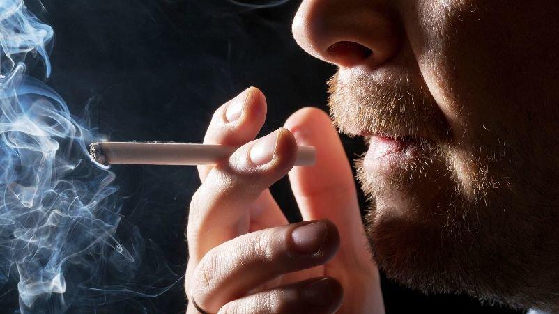 Fumar con Invisalign, ¿se puede hacer?