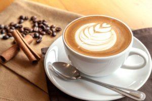 beber con invisalign cafe
